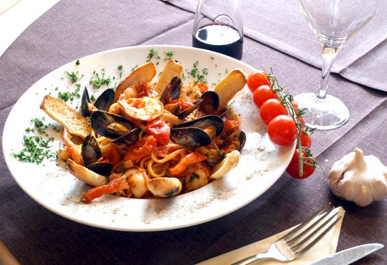 Linguine in zuppa di mare